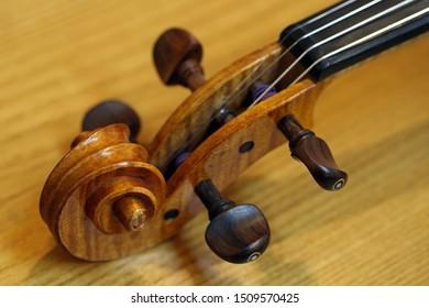 A color macro image of a violin scroll