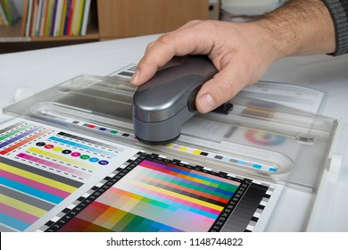 Color Management and ICC profiling. Color control with spectrophotometer.