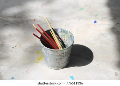 color paint brush in the bin with horizontal frame