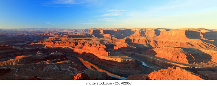 Colorado River panoramic sunrise, Utah, USA.