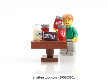 Friends Minifigure Kitchen Food NEW Lego Minifig MILK CARTON /& ORANGE JUICE JUG