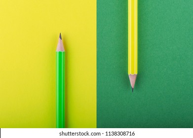 Colored pencils with opposite backgrounds.