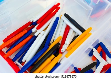 Colored Plastic pens: assembling, production.