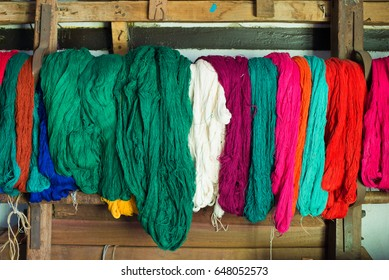 Colored weaving and knitting yarns