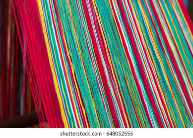 Colored weaving yarns on a handloom