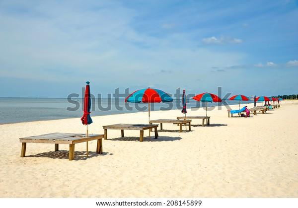 colorful-beach-umbrella-sun-bathing-600w