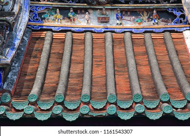 A colorful chinese temple rooftop in Georgetown, Penang.