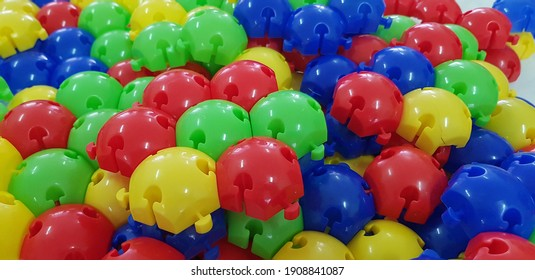 Colorful color.Designer. Bright object, the texture is round.A child's toy.Color blue, yellow, red.