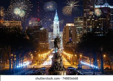 Colorful Fireworks above Philadelphia, Pensilvania, Cityscape Celebrating New Years Eve with George Washington Statue in the Middle. Pensilvania, USA.