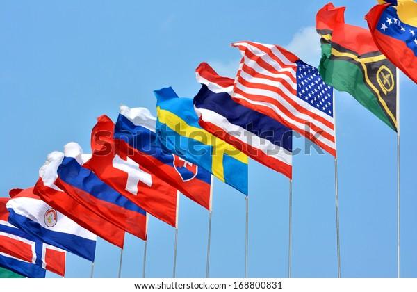 Banderas coloridas de diferentes países