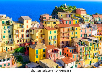 Colorful houses in Manarola Village in Cinque Terre National Park. Beautiful scenery at coast of Italy. Fisherman village in the province of La Spezia, Liguria, Italy