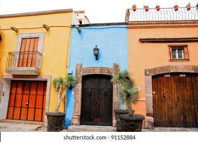 Colorful housing of San Miguel de Allende (Mexico)