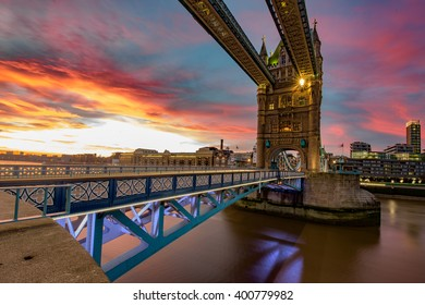 Colorful landscape image of sunrise in London with Tower Bridge.
