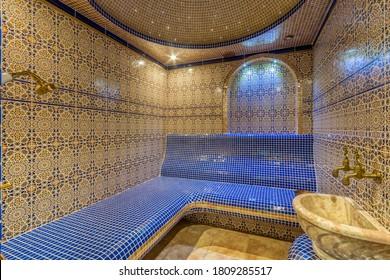 Farbiges Mosaikdampfzimmer. Hamam mit türkischer Sauna