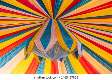 Circus Tent origami paper: Lizenzfreie Bilder und Fotos | 280x390