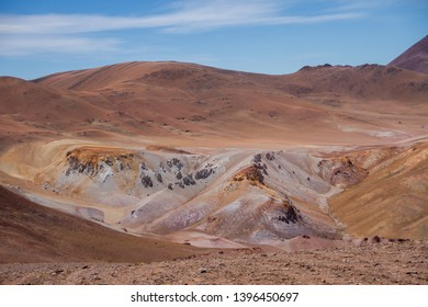 Colors of mountains in arid zone