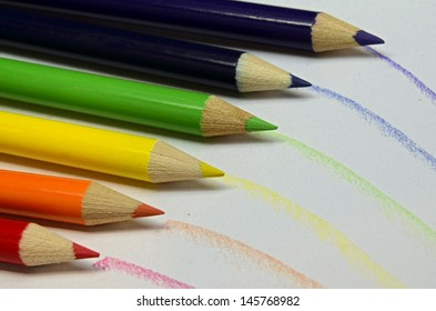 the colors of the rainbow in pencils for art/Rainbow Pencils