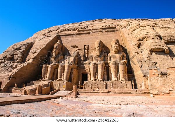 エジプト、アブ・シンベル、ラメス2世大寺院の巨像
