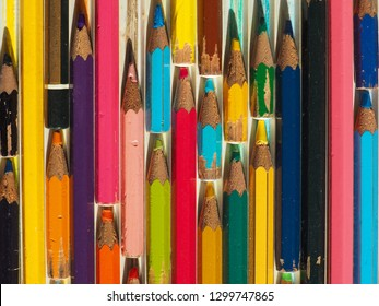 colour pencils of many different colors and length