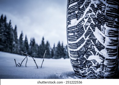 Colour picture of a snow tire in winter