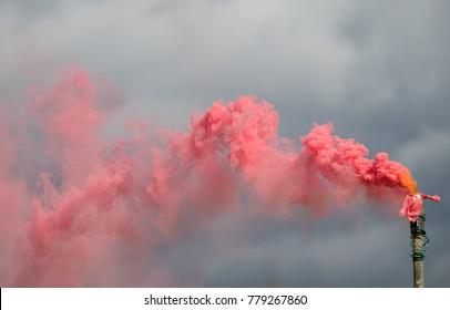 Colour smoke bomb