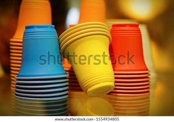 Lentes de color en bioplástico compostable, sin plástico