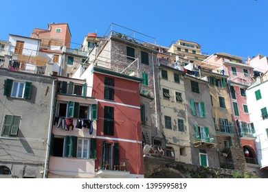 Colourful houses in a fishing village. Riomaggiore, Cinque Terre, Italy.