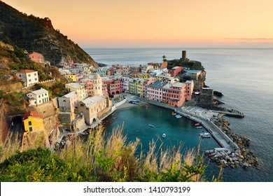 Colourful houses and small marina of Vernazza, one of the five centuries-old villages of Cinque Terre, located on rugged northwest coast of Italian Riviera, Liguria, Italy.