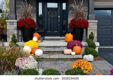 Colourful pumpkins, gourds and mums create a luxury thanksgiving landscaping decor.