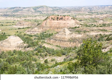 Colourful rock formations in the Theodore Roosevelt National Park, North Dakota, USA