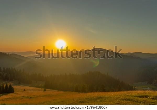 colourfull-sunrise-over-mountains-600w-1