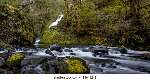 Columbia River Waterfall / Spring runoff from a Columbia River Gorge waterfall