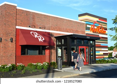 Columbus,OH/USA. July 24,2017. Red Robin restaurant exterior and logo. Red Robin is an American chain of casual dining restaurants.
