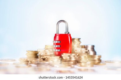 Combination lock with several stacks of coins