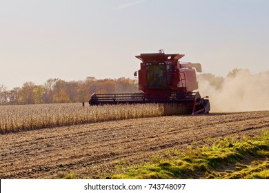 Combining soy beans