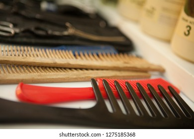 Combs in a coiffeur