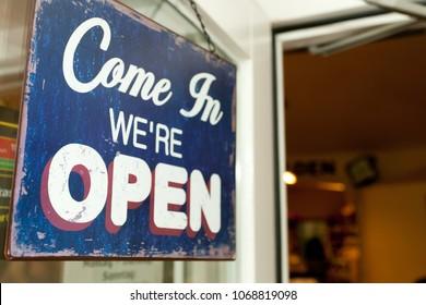 Come in we´re open door sign