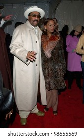 Comedian STEVE HARVEY & wife at the 15th Annual Soul Train Music Awards in Los Angeles. 28FEB2001.   Paul Smith/Featureflash