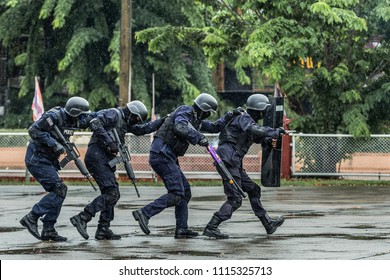 Commando Training,Special Operations Police,Police steel handcuffs,Police arrested,Professional police officer has to be very strong,Officer Arresting,Selective focus,noise.