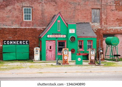 Commerce, Oklahoma, USA - July 02, 2015:  Hstoric hole-in-the-wall gas station (Allen's Conoco Fillin' Station) . Famous landmark on Route 66.