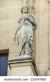 Commercial Court of Paris (architect Antoine-Nicolas Bailly, 1860 - 1865) is a building located on north bank of Cite island in Paris, home to Commercial Court of French capital. Sculptures.