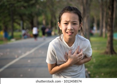 Communicates the symptoms of heart disease,immediately,Asian girl in the park