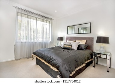 A compact bedroom décor