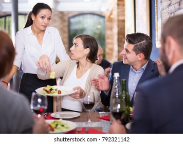 Company of people expressing dissatisfaction with the waitress about a food