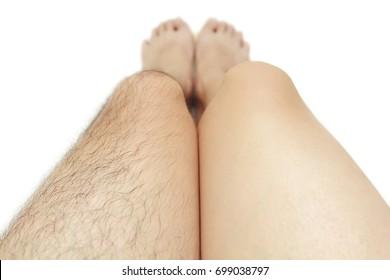 Vergleich von rasiertem Bein und unrasiertem Bein