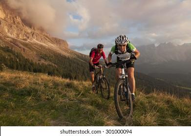 Wettbewerb mitten in den Dolomiten in Südtirol am Rosengarten