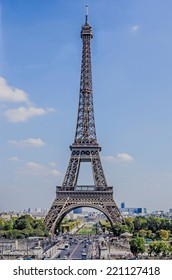 Complete view of Eiffel tower in Paris, France
