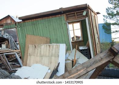 Sensational Imagenes Fotos De Stock Y Vectores Sobre Damaged Wooden Home Interior And Landscaping Mentranervesignezvosmurscom