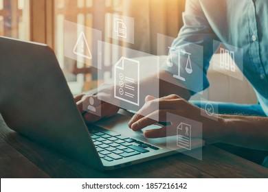 Compliance-Regeln und Konzept der gesetzlichen Regulierung auf virtuellen Bildschirmen.