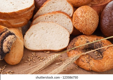 composition of bread and wheat spikelets